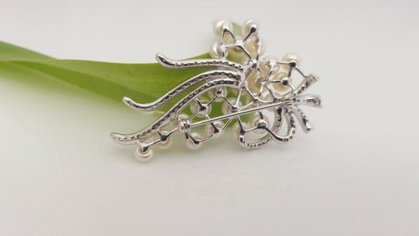 Broche met echte parels in zilver