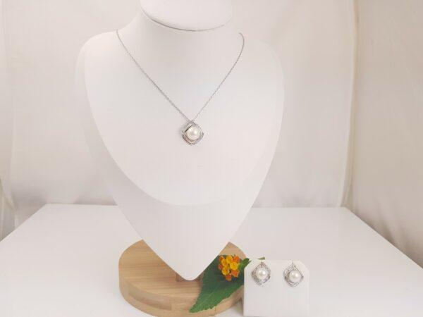 zilveren halsketting en oorbellen met echte parels