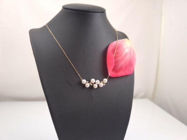 Geelgouden halsketting met echte parels