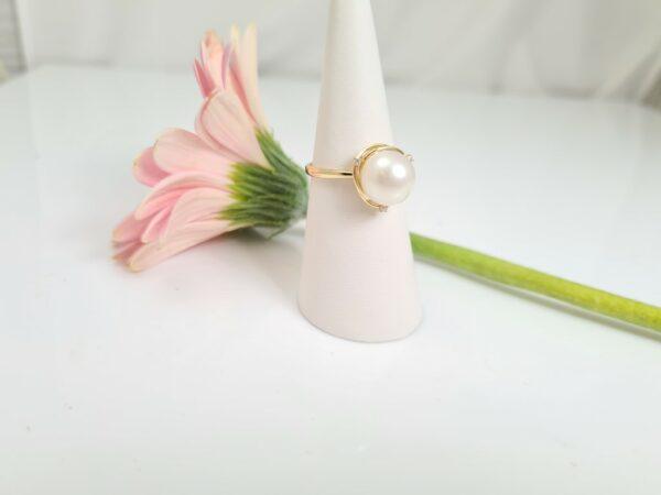 Geelgouden parelring met diamanten