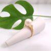 Geelgouden ring met echte parel en diamanten.