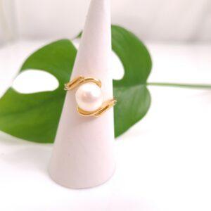 Ring van 18k geelgoud met echte parel.