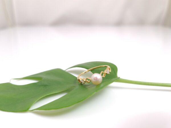 Ring van 18k goud met echte parel.