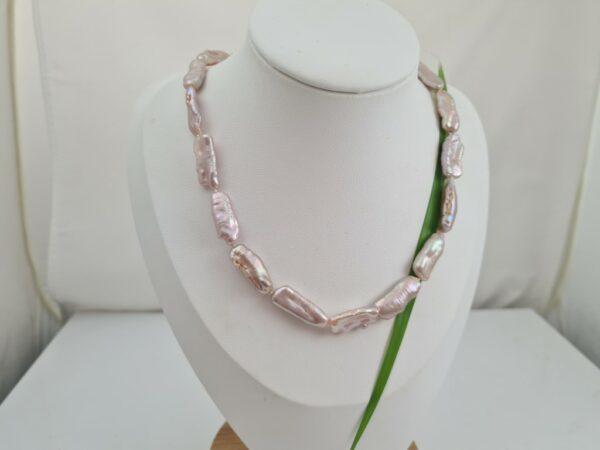 Langwerpige roze parels