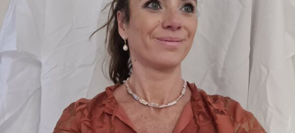 Halsketting van roze staafjes parels